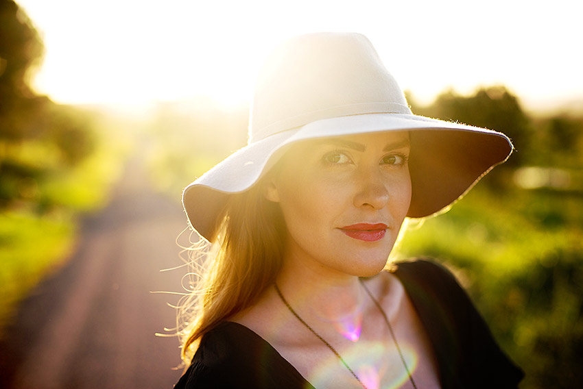 adele-sunset-woman-hat
