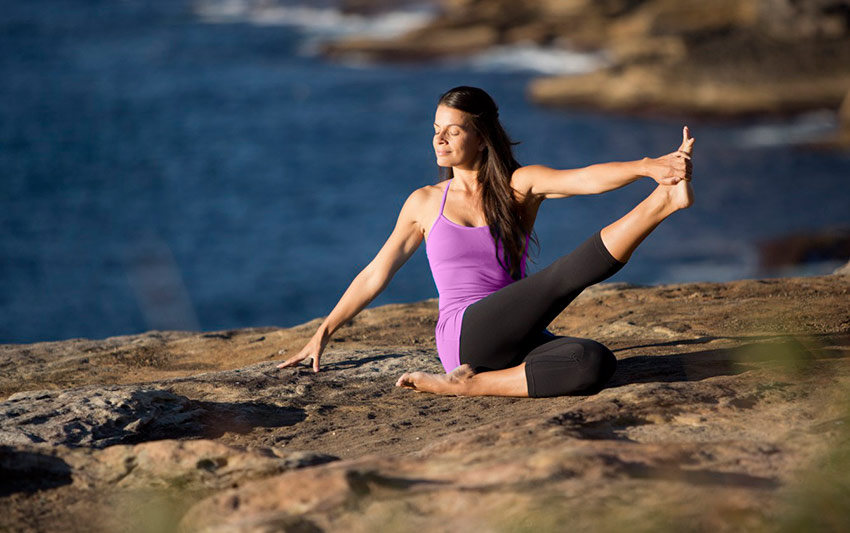 patty-kikos-yoga-on-cliffs-beach